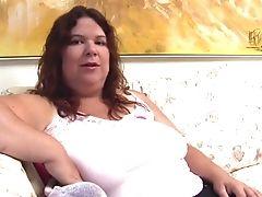 Big Housewife Fucktoys Her Pussyhole