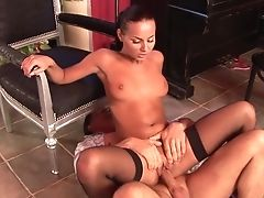 Dark Haired Is Good On Her Way To Please Her Fuck Mate With Her Hot Mouth