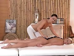 Rubdown Rooms Hot Girl/girl Teenager Gets Bathed Before An Intense Orgasm