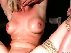 Mummy With Round Booty Is Good On Her Way To Please Her Fuck Pal With Her Sweet Mouth