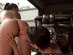 Girls Out West - Aussie Lesbians In The Garage
